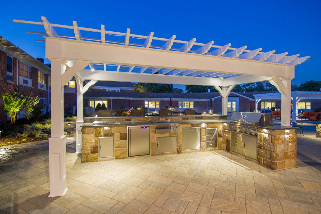 lighted-outdoor-kitchen-and-pergola